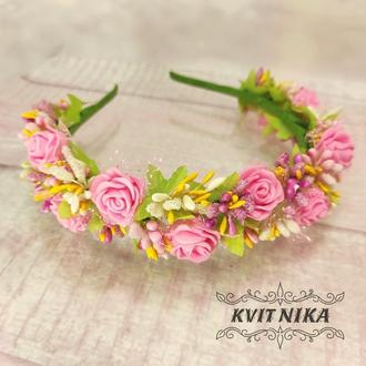 Нежный весенний венок с розами в нежных розовых цветах. Красивый розовый веночек на любое мероприяти