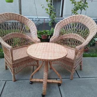 """Кресла """"Капля"""" и стол с изогнутыми ножками"""