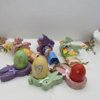 Пасхальная подставка для яиц и салфетки.