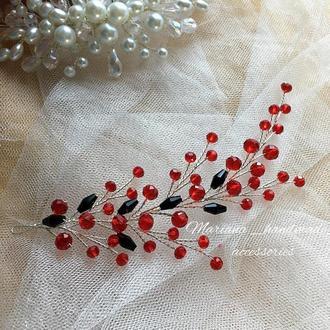Гілочка в зачіску з темно-червоних хрустальних бусин