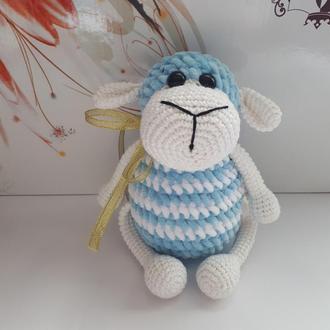 в'язана дитяча іграшка овечка Моллі