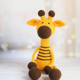 Вязаный жираф с длинными лапками. Первая игрушка. Подарок новорождённому. Интерьерная игрушка.