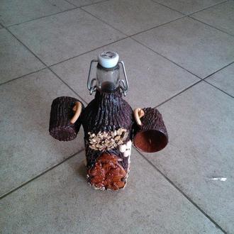 Бутылка для самогона из стаканчиками