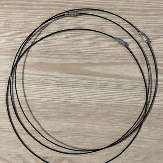 Основа жесткая тросик под колье, ожерелье, бусы с закруткой черная (145 мм)