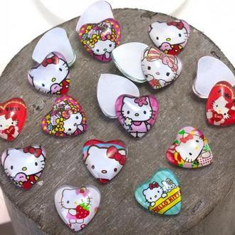 Стеклянные кабошоны сердечки 16*16 мм Хелло Китти для творчества, декора и шитья (3 штуки)