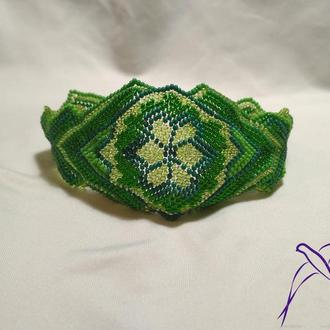 Салатовый браслет в этно стиле
