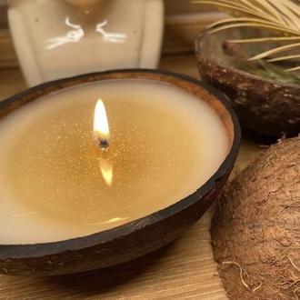 Массажная свеча в кокосе с шиммером
