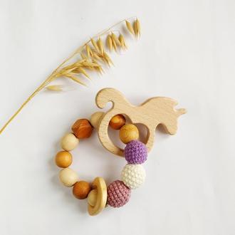 Грызунок -прорезыватель для новорожденной девочки, подарок на выписку