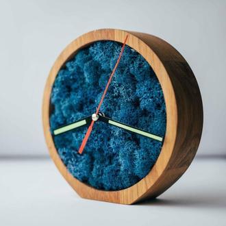 Часы деревянные со мхом