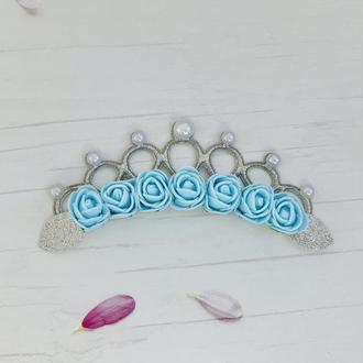 Корона з голубими трояндами
