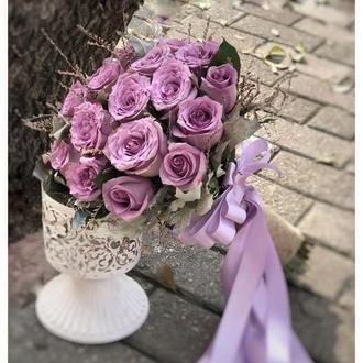 Фиолетовый свадебный букет невесты с розами и лавандой