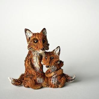 Лиса и лисичка фигурка