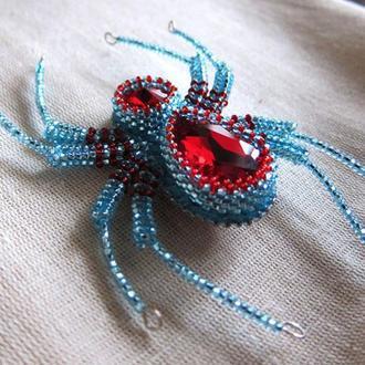 Брошь из бисера и хрустальных камней бирюзово-красный паук