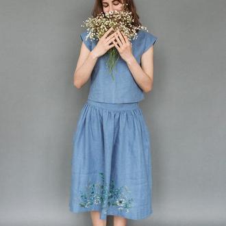 Льняная голубая юбка миди на резинке ниже колен с росписью ручной работы