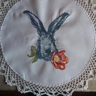 Пасхальная салфетка - Кролик с красным тюльпаном