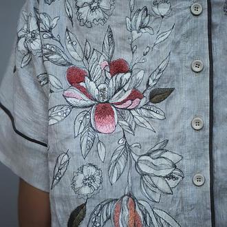 """Льняная блуза с вышивкой и росписью """"Магнолия"""""""