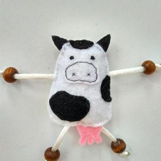 Веселая коровка из фетра