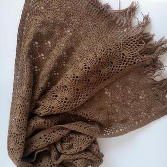 Ажурный коричневый длинный шарф с бахромой.
