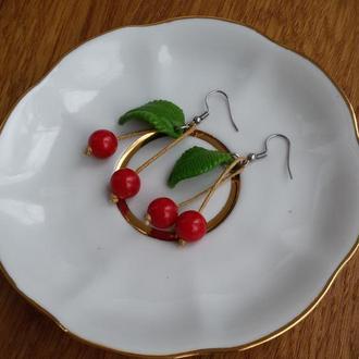 Красные серьги вишенки. Сережки вишни. Серьги ягоды