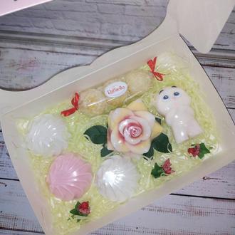 Подарочный набор из мыла со скрабиками