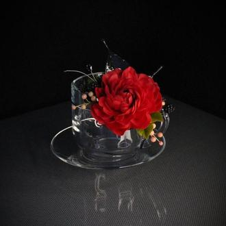 Подарочная чашка с цветами ручной работы.