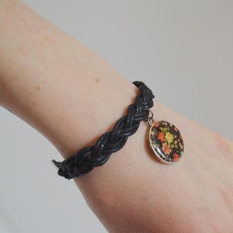Плетеный браслет с подвеской. Размер регулируется