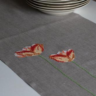 Льняная дорожка  с ручной вышивкой