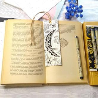 """Закладка для книг """"Таинственная луна""""."""