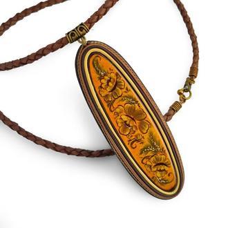 Кулон из натуральной кожи коричневого и желтого оттенков, деревянный кабошон с ручной росписью