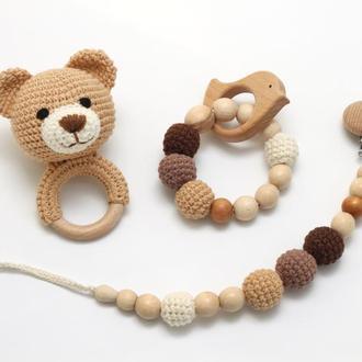 """Подарунковий набір для немовляти """"Ведмедик"""". Брязкальце ведмедик, прорізувач для зубів, тримач соски"""