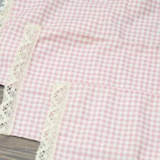 Салфетка на корзину с кружевом 23*47см. розовая клетка