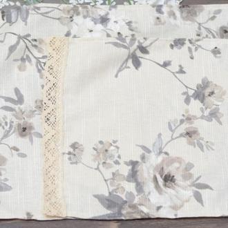 Салфетка на корзину с кружевом 51*33см. серые цветы