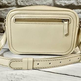 Кожаная женская бежевая сумочка с именной гравировкой. Кожаная сумочка ручной работы.Подарок  женщин