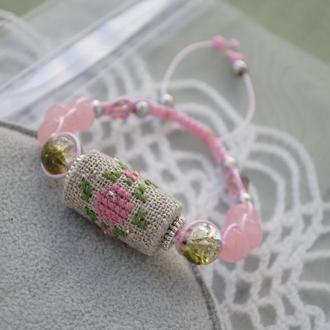 Плетеный браслет с бусиной из ткани с цветочной вышивкой с регулированной застежкой