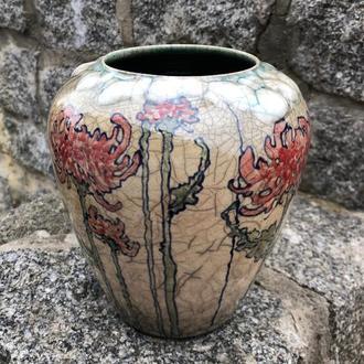 Керамическая ваза, выполненная в технике Раку, расписана вручную