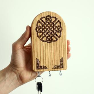 Ключница из дерева с кельтским узлом. Кельтский оберег для дома. Декор для дома. Вегвизирь
