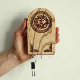 Готовое изделие Ключница из дерева с кельтским узлом. Кельтский оберег для дома. Декор для дома.