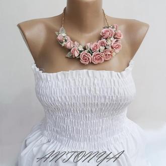 Колье пудрового оттенка, колье цветы, колье розы розовые
