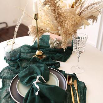 Марлевые с красивой текстурой раннеры  для свадебного декора.Цвет ТЕМНО-ЗЕЛЕНЫЙ (HUNTER GREEN)