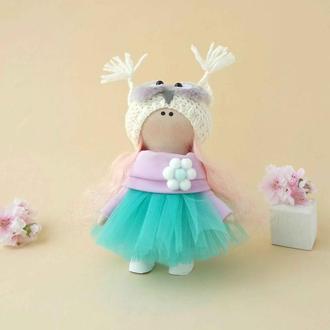 Кукла маленькая интерьерная текстильная в шапочке.Подарок.