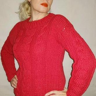 Ярко малиновый вязаный женский  свитер с косами. Базовый красный пуловер
