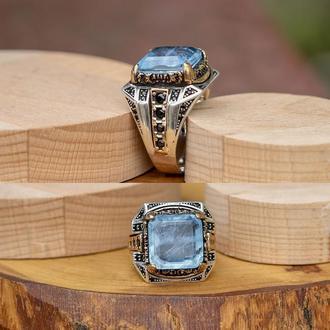 Перстень печатка серебряная с голубым камнем параиба ручной работы