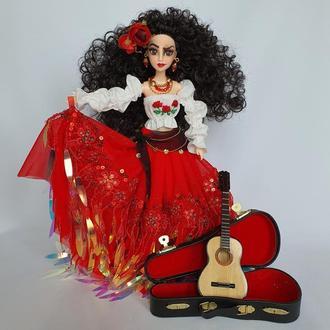 Кукла цыганочка с гитарой в красной юбке коллекционная