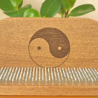 """Дошка садху з цвяхами крок 1 см, натуральний дуб з гравіюванням Інь Янь для початківців """"Інь-янь"""""""