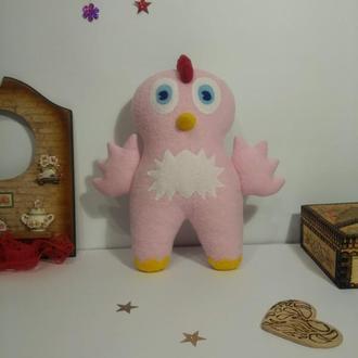 Очень милый розовый цыпленок