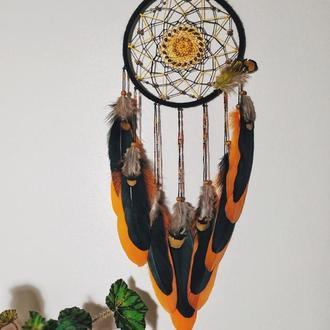 Черный ловец снов с оранжевыми перьями и деревянными бусинами. Оригинальный подарок, декор оберег сн