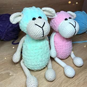Милая плюшевая овечка. Овечка амигуруми. Экоигрушка. Игрушка для младенцев.