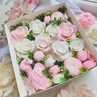 """Мило ручної роботи """"Букет роз і фламінго"""" в коробці"""