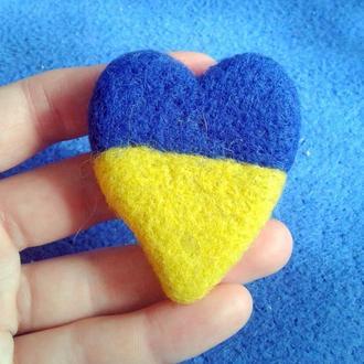 Брошка З Україною в серці