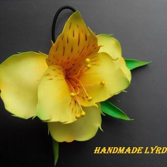 """Заколка резинка """"Дикая орхидея Альстромерия"""" из фоамирана"""